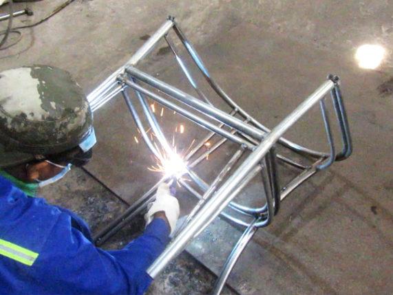 Ra mẫu khung sắt xi mạ kẽm bàn ghế cafe nhựa giả mây MT2A5 tại xưởng cơ khí Minh Thy Furniture