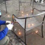 Ra mẫu ghế sắt nghệ thuật dạng lưới cho quán cafe sân vườn