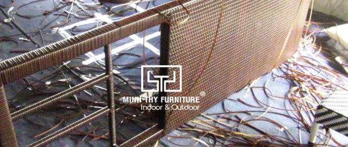 Đan mẫu giường nằm hồ bơi nhựa giả mây MT444 tại xưởng đan mẫu Minh Thy Furniture