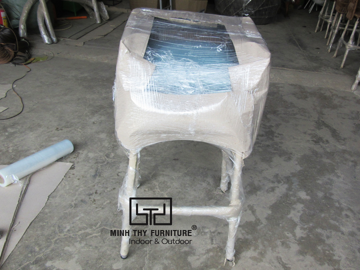 Hướng dẫn cách đan ghế quầy bar mây nhựa tại xưởng sản xuất của Minh Thy Furniture