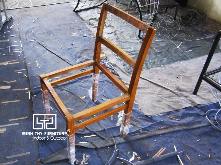 Khi sản phẩm bàn ghế gỗ kết hợp với chất liệu mây nhựa