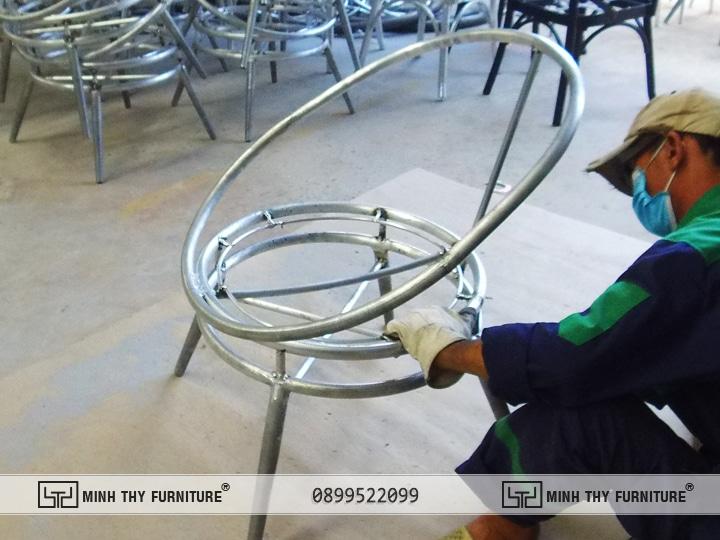 Mài khung Bàn ghế nhựa giả mây ban công MT2A158